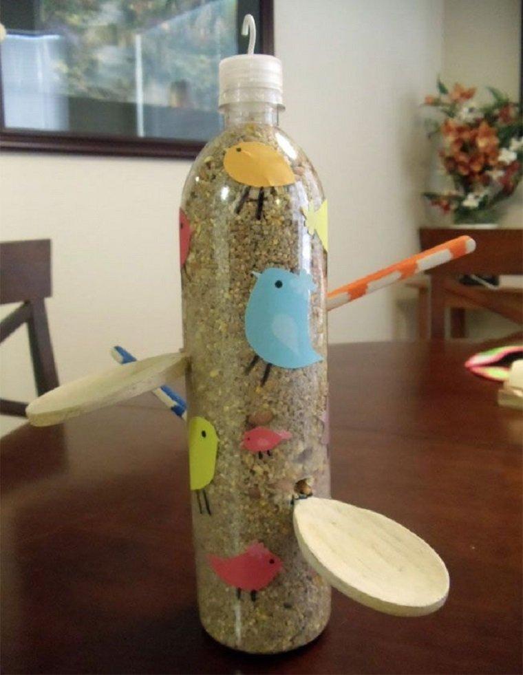 comedero pájaros botella