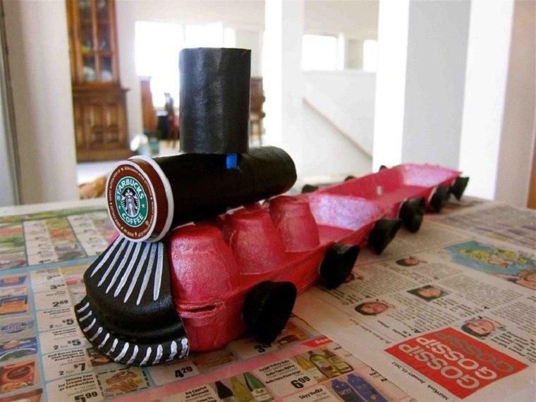 tren envases huevos