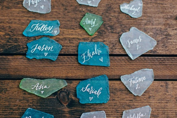 ideas originales para bodas piedras nombres invitados moderno