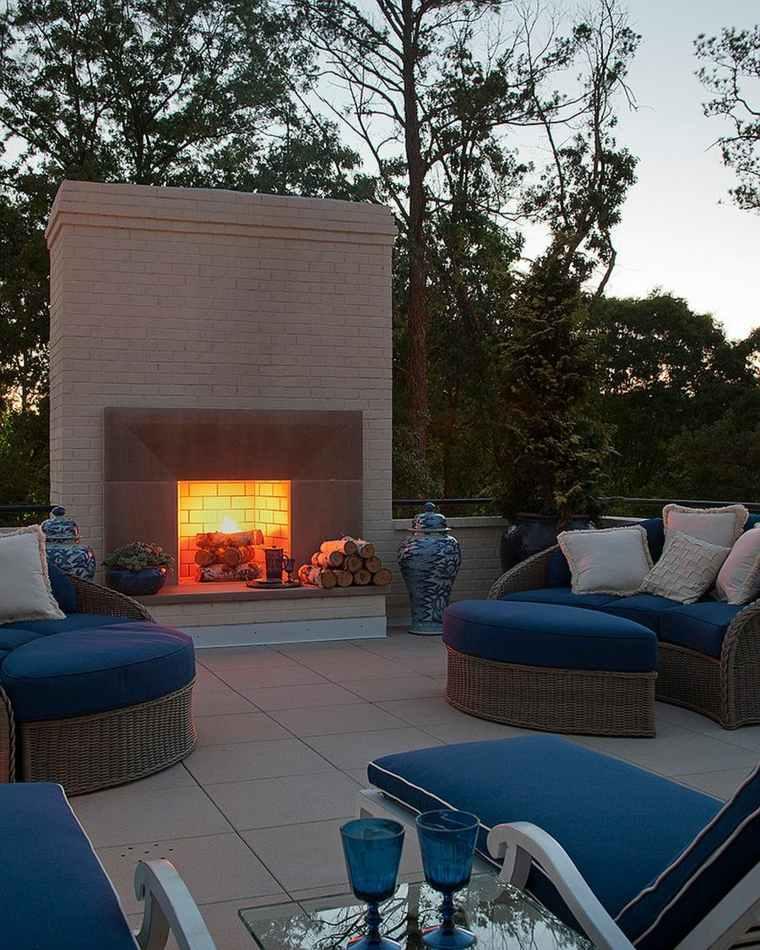 ideas-para-decorar-jardin-chimenea-exterior-muebles-modernos