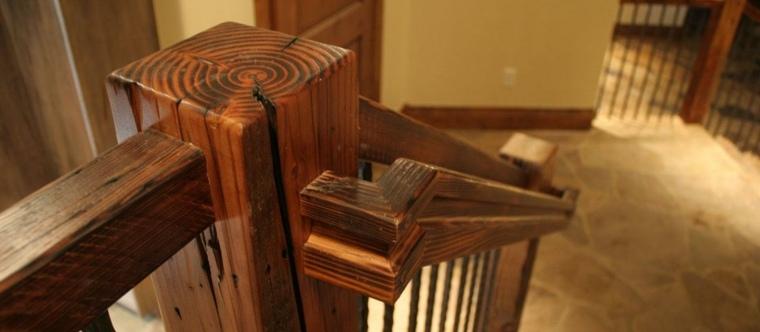 imagen barandilla escalera madera