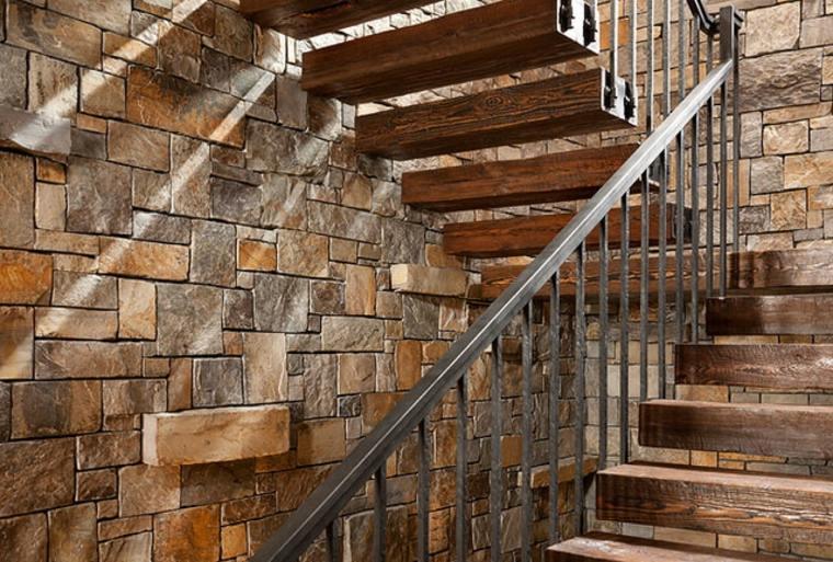 interior escaleras peldaños madera