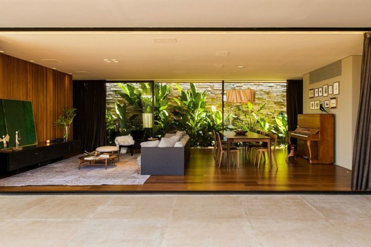 interiores de casas diseño cristales salones elegante
