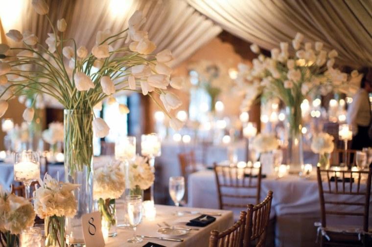 jarrones cristal tulipanes blancos diseno boda ideas