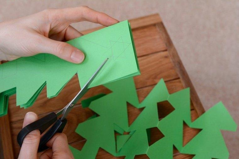 manualidades para niños arboles pinos verdes recortados