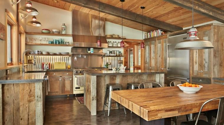 Cocinas r sticas descubre las tendencias en piedra y - Disenos de cocinas de madera ...