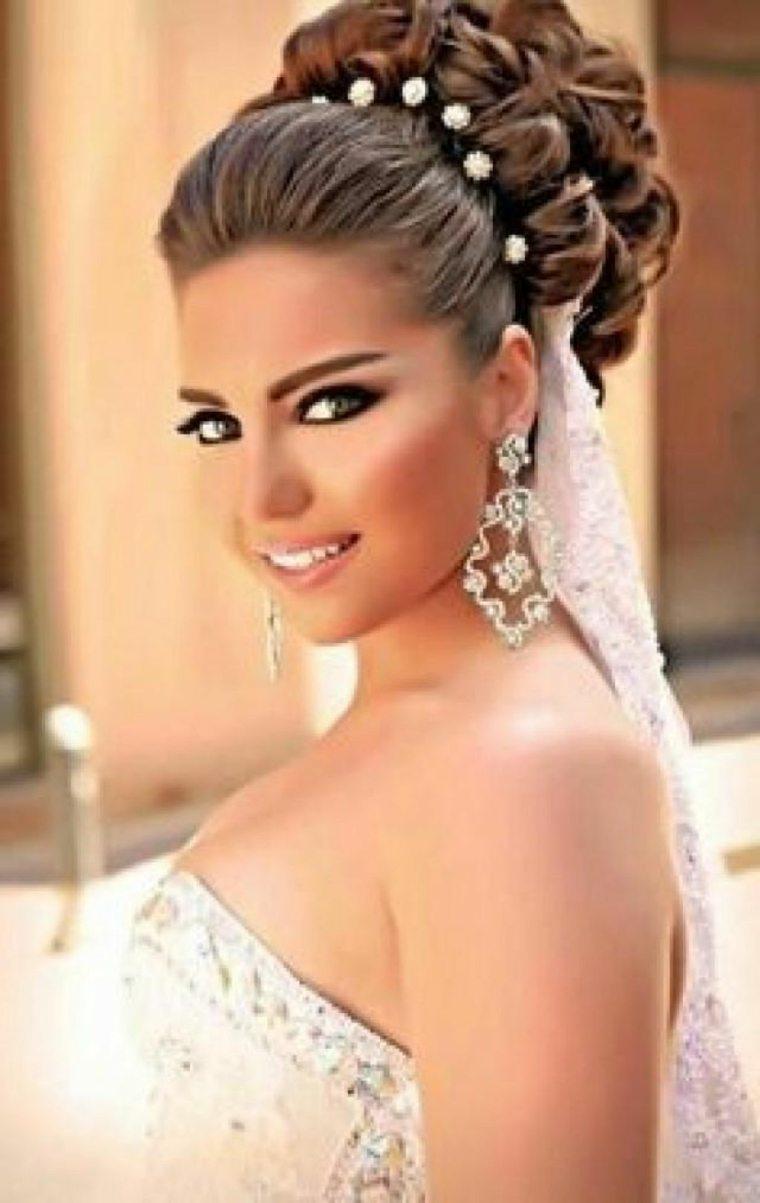 Peinados elegantes para novias con velo
