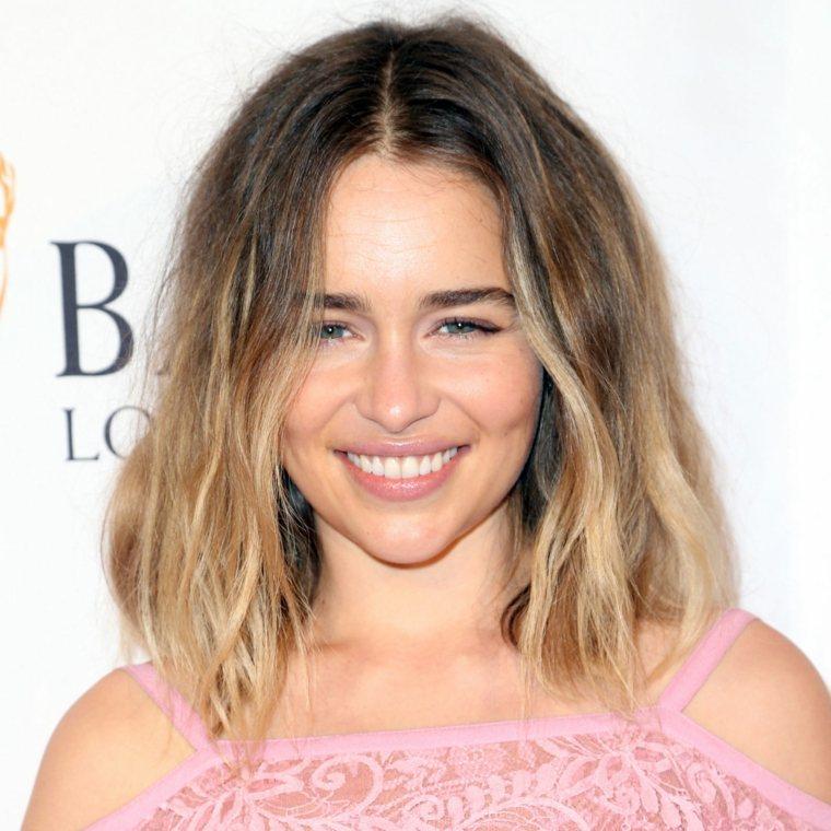 peinados pelo corto Emilia Clarke pelo hasta hombros opciones ideas