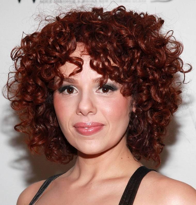 pelo-corto-rizado-rojo