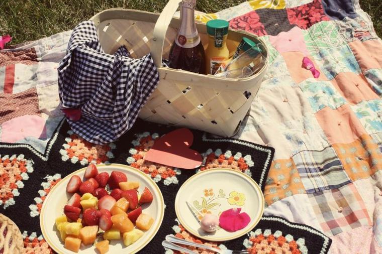 picnic romántico frutas