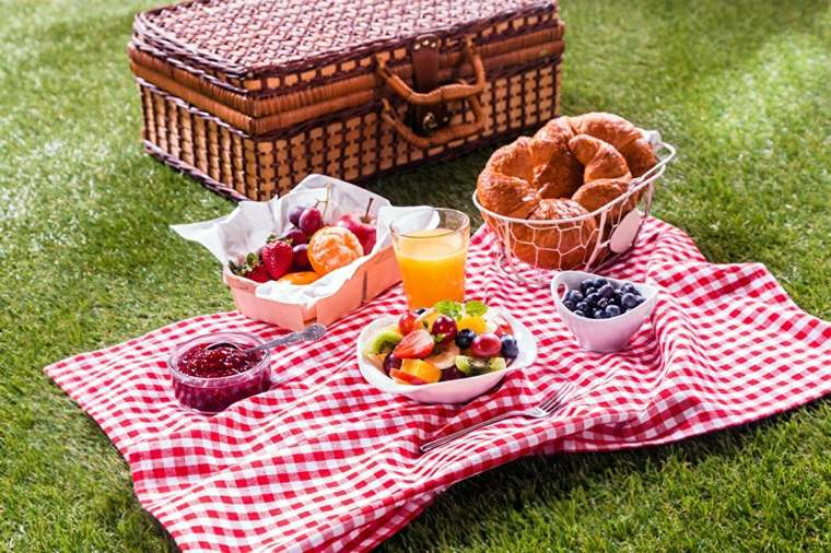 picnic romántico hierba