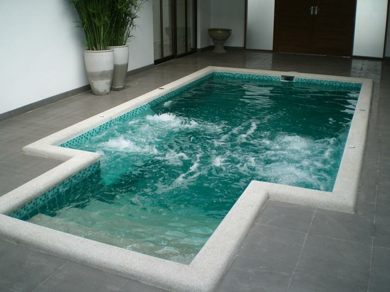 piscina de terrazas modernas