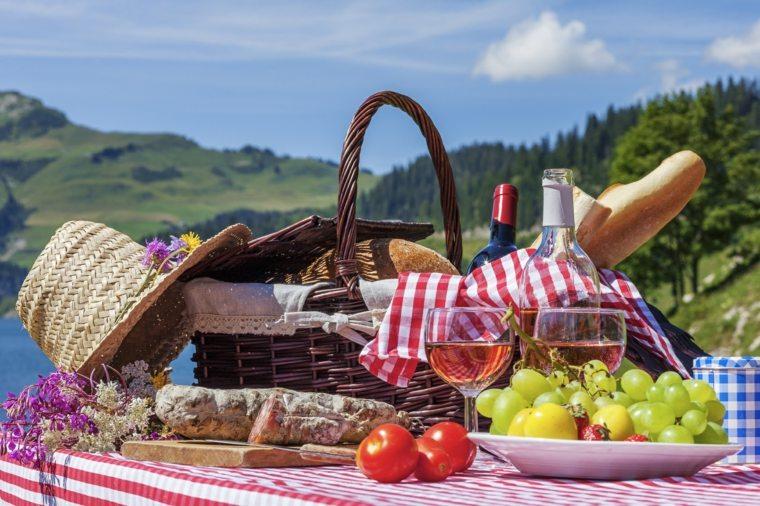 Picnic rom ntico en el campo unas ideas originales - Platos para picnic ...