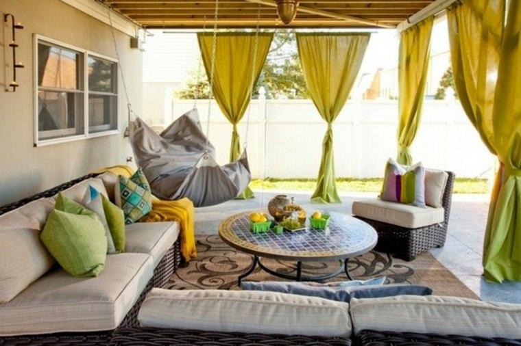 porche decorado cortinas amarillas
