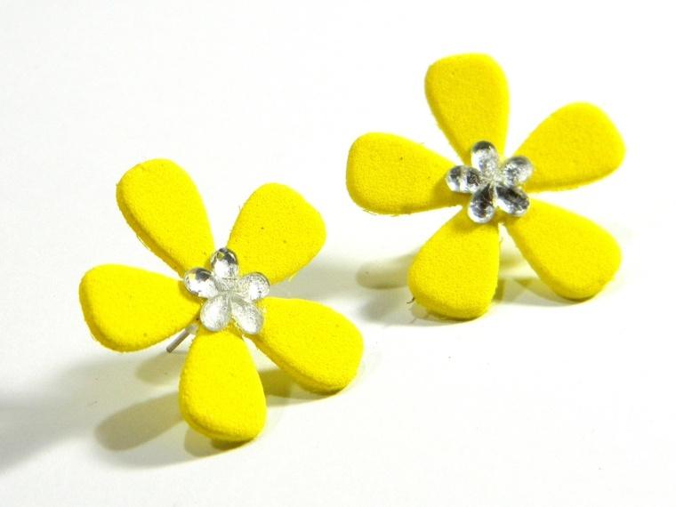 preciosos pendientes amarillos flores goma