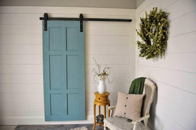 puerta granero azul