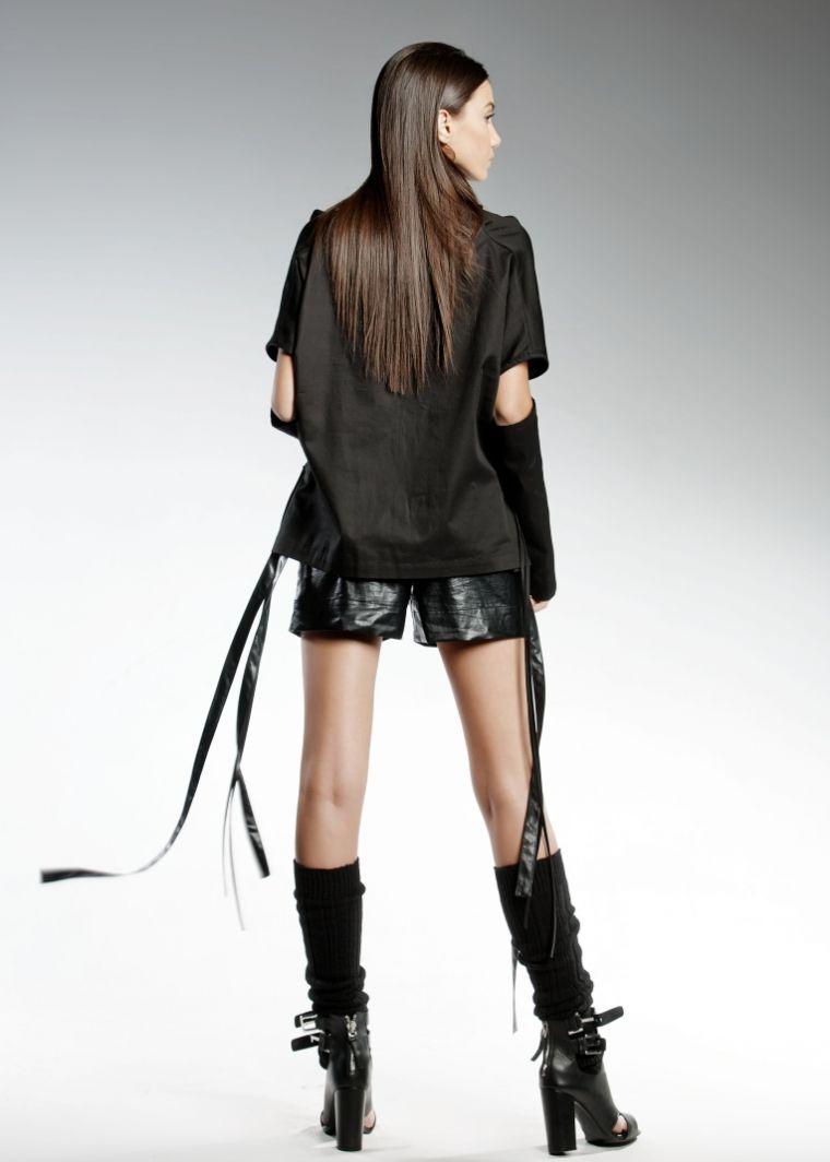 ropa de moda Pendari top negro diseno eldarion magas cortas ideas