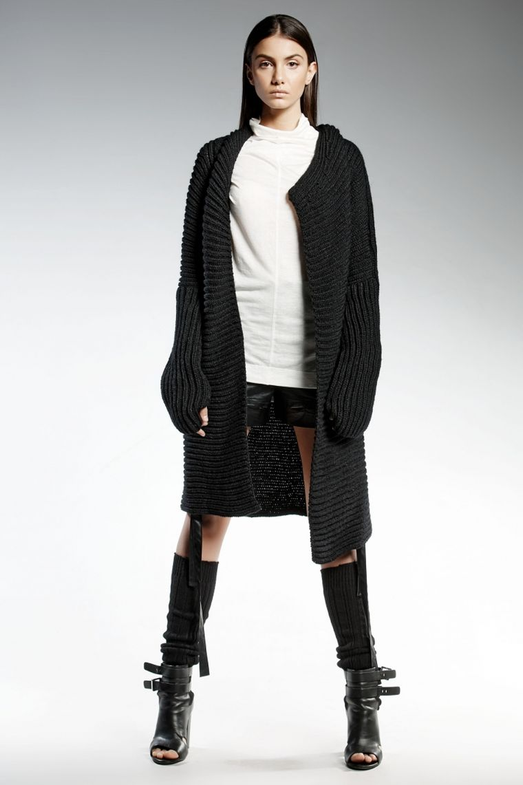 ropa de moda marca Pendari chaqueta larga punto negro ideas