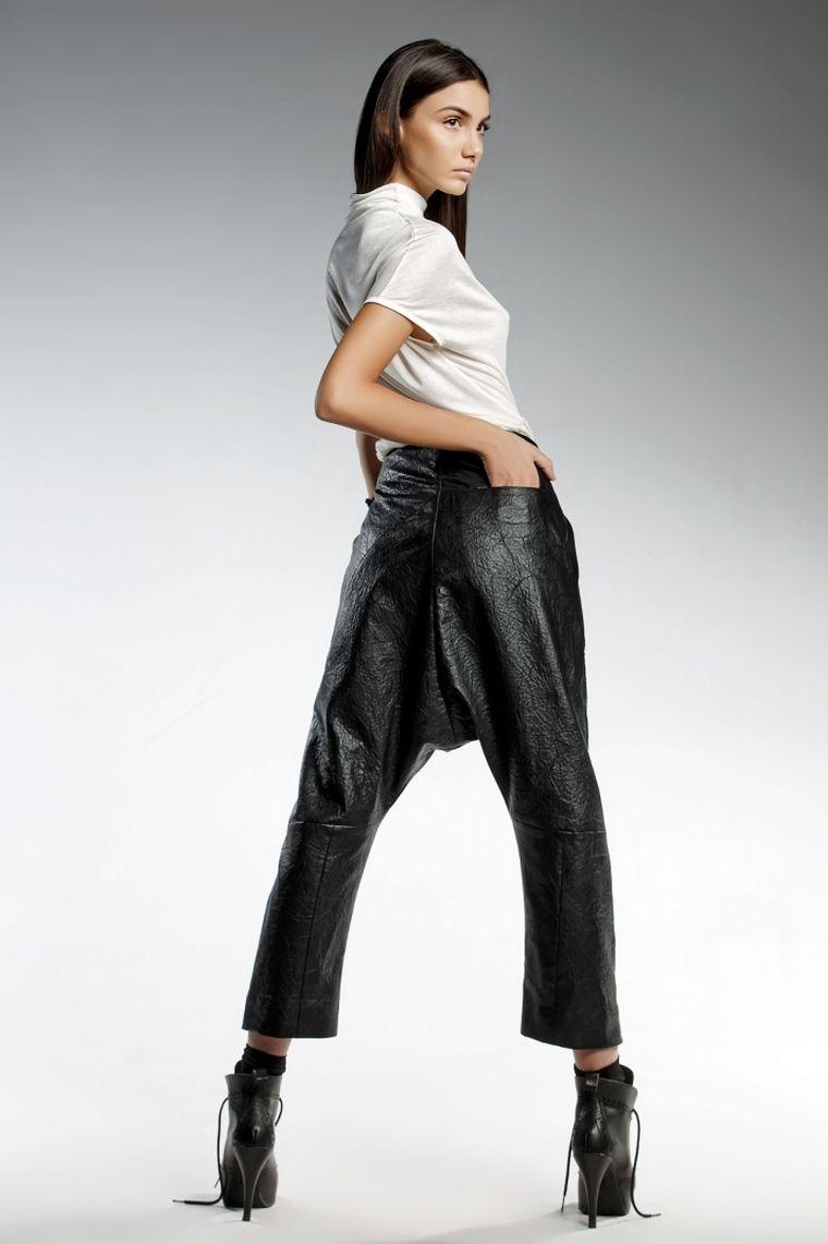 ropa de moda marca Pendari pantalon negro estilo moderno Arya ideas