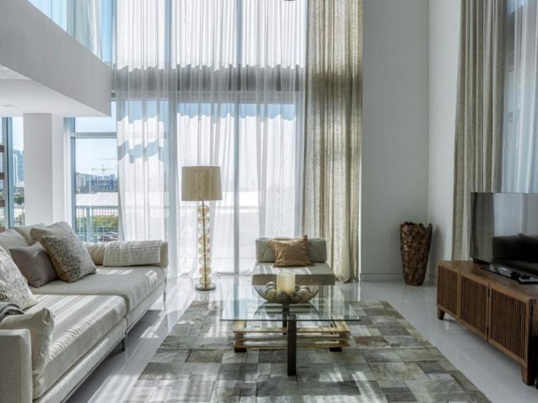 salones modernos ideas cortina altas metales
