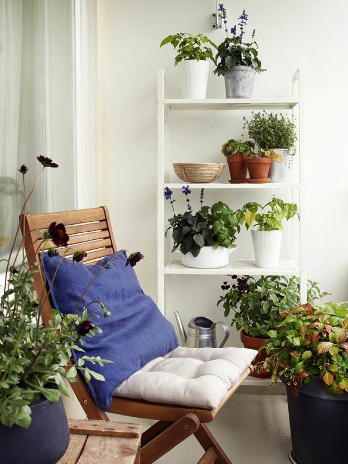 sillas mesas cijines flores blanco