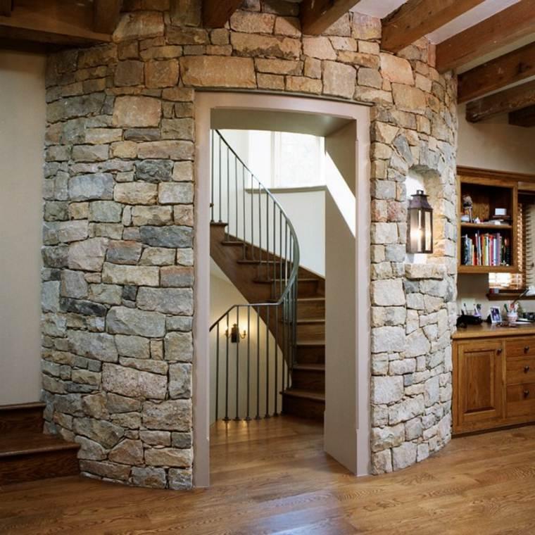 torre piedra escalera rústica