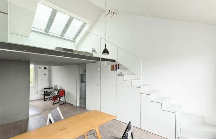 blanco banco empotrado pequena escalera luminosas