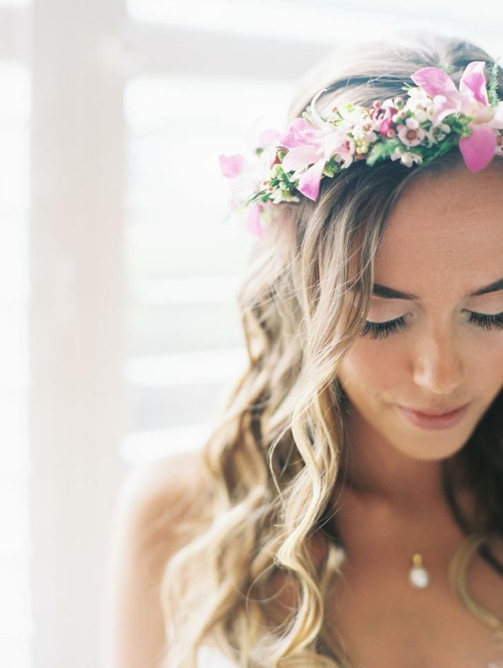 boda tropical corona flores frescas estilo ideas