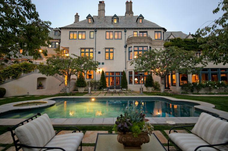 casa amplia lujoso piscina diseno clasico ideas
