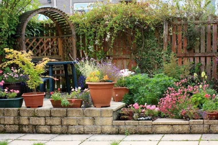 casa jardin resutico-especial-mantenimiento-concepto-suelos