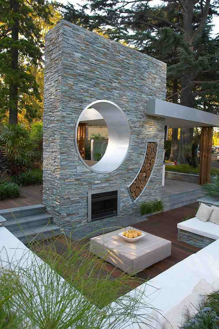 casa-jardin-salon-estar-aire-libre-roca-chimeneas