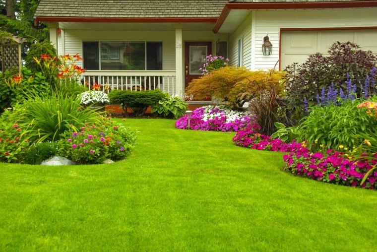casa-jardin-verdes-suelos-patio-trasero-flores