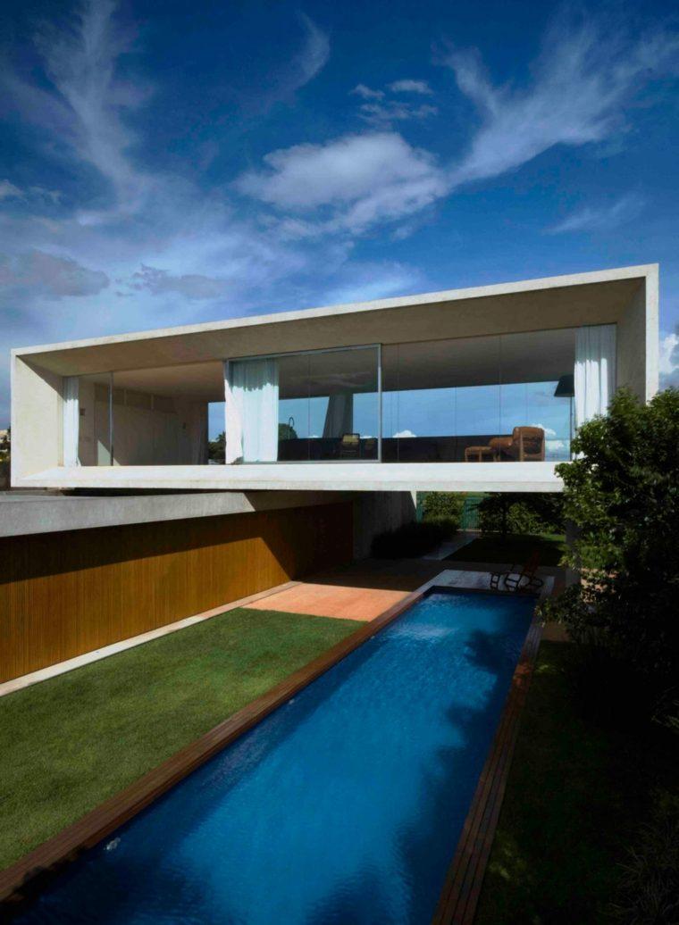 Casa lujosa y grande en brasil con mucha luz en el interior for Cama lujosa