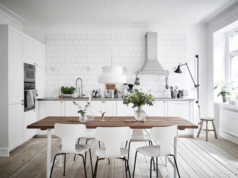 cocinas blancas diseño suelos maderas fuentes