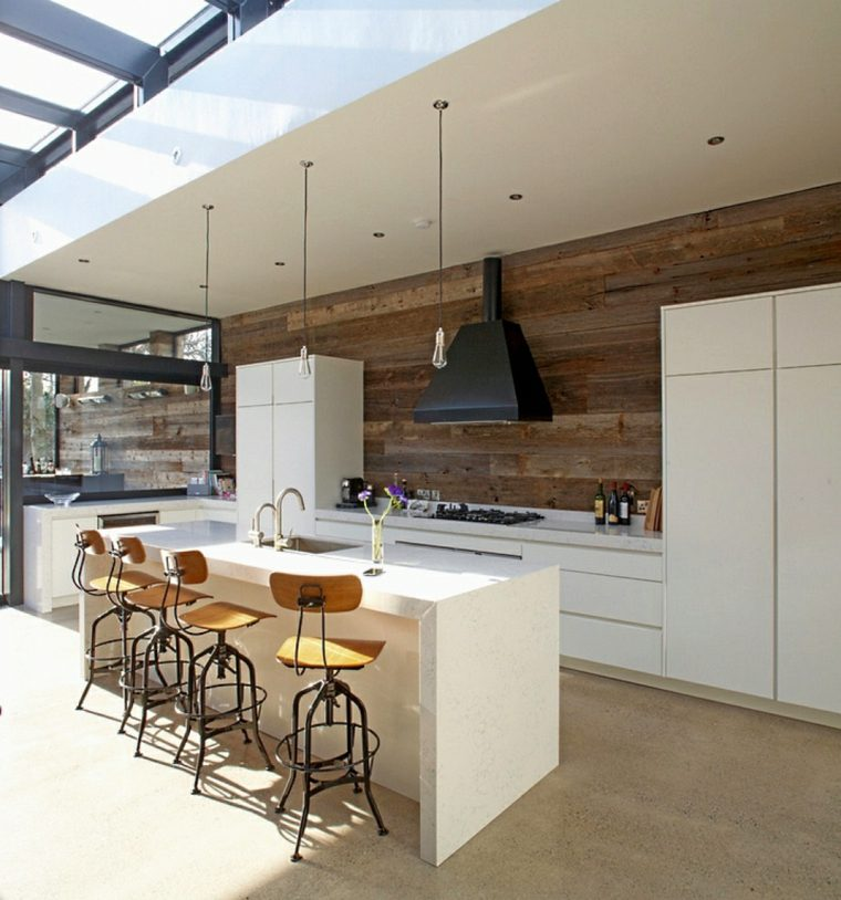 cocinas blancas modernas pared madera ideas