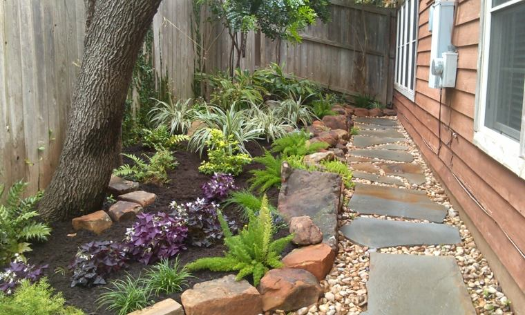 Como hacer un jard n con piedras rocas y plantas for Como decorar el patio con piedras