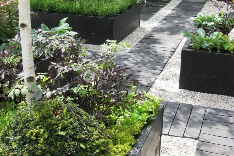 Como hacer un jard n con piedras rocas y plantas for Camino de piedras para jardin