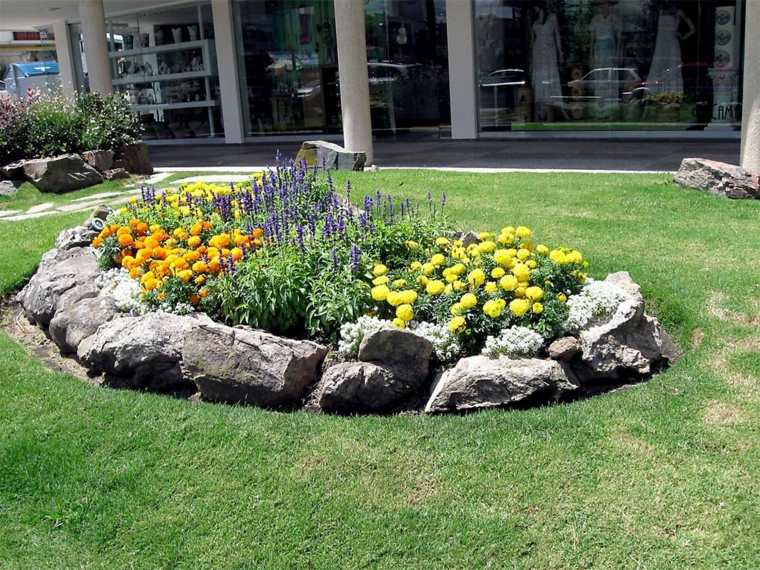 como hacer un jardín con piedras-macizo-flores