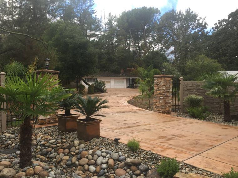 como hacer un jardín con piedras-rio-entrada-diseno