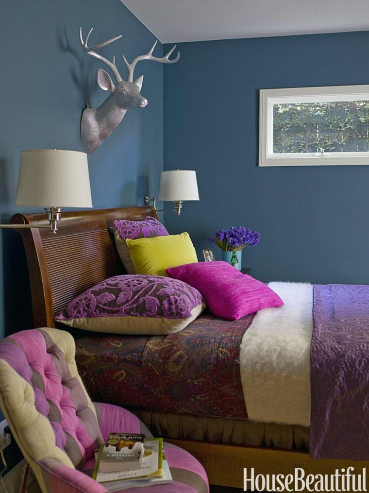habitación colores intensos