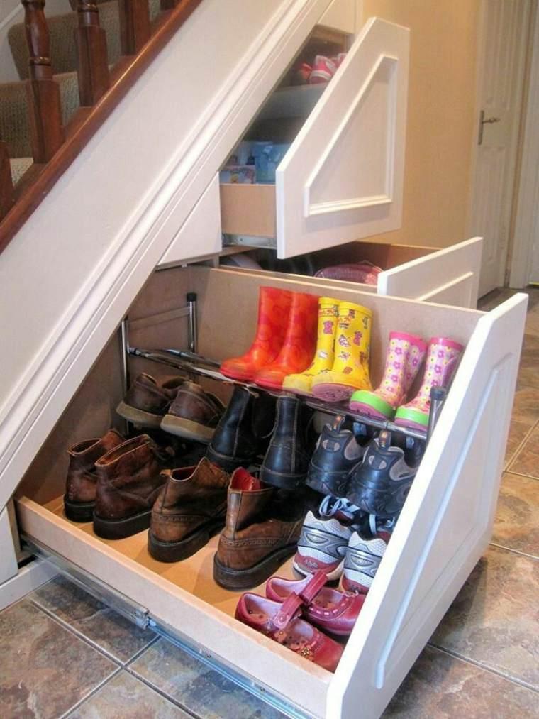 escalera cajones zapatos