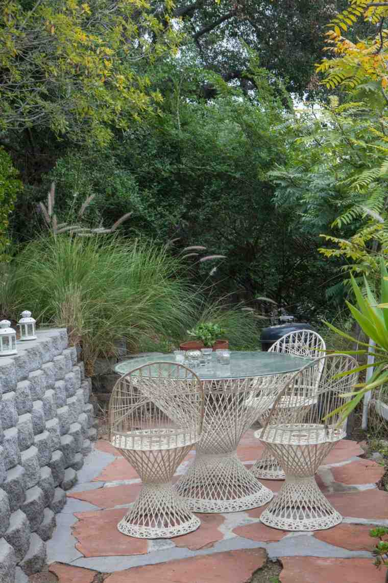Fotos de jardines peque os con dise os llenos de vida for Muebles para comedor pequeno