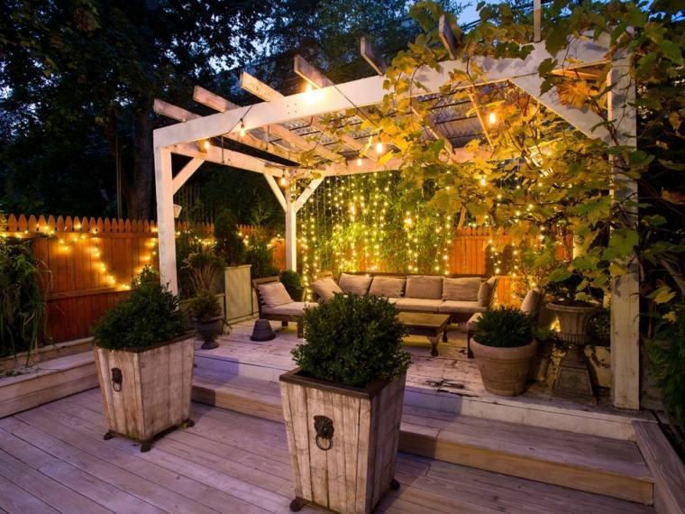 Fotos de jardines peque os con dise os llenos de vida - Iluminacion jardines pequenos ...