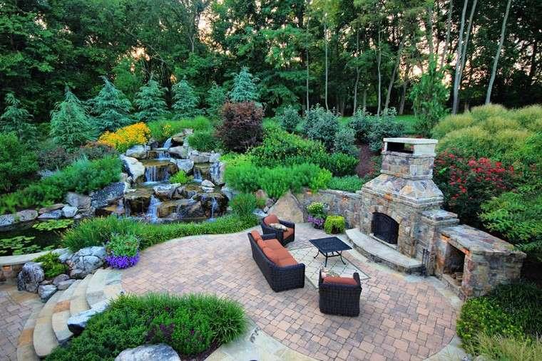 fotos de jardines rústicos-espacios-amplios-chimenea-caidas
