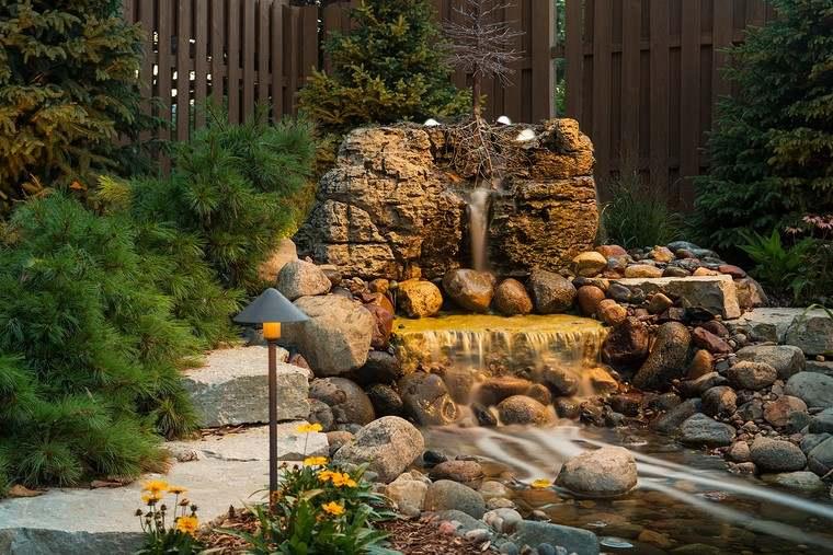 fotos de jardines rústicos-estanque-piedra-agua