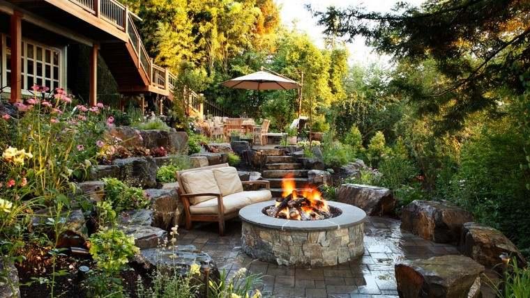 fotos de jardines rústicos-pozo-fuego-plantas