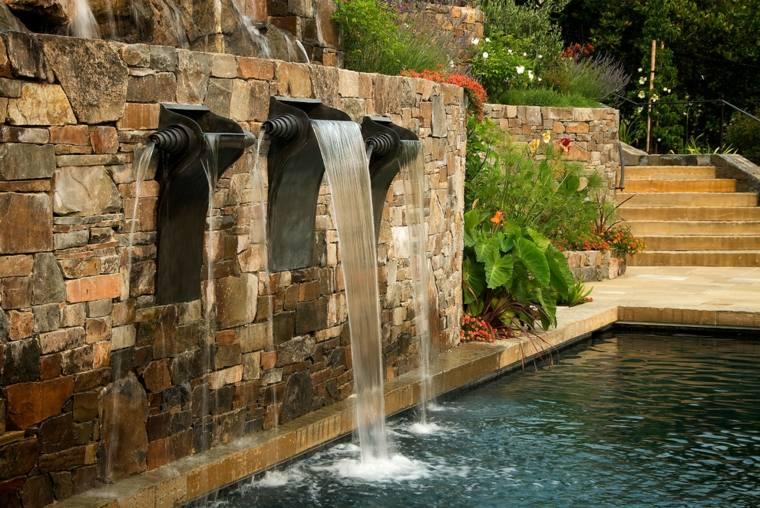 fuentes de agua para jardin casas