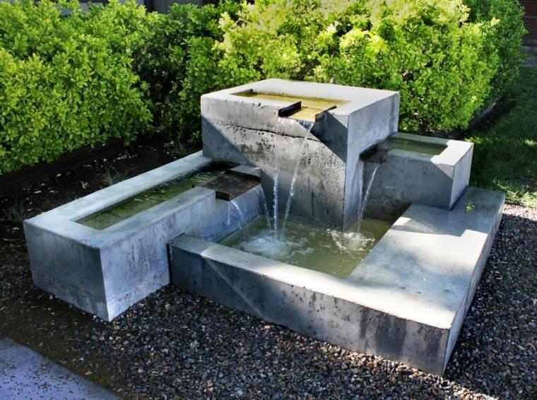 fuentes de agua para jardin elegantes