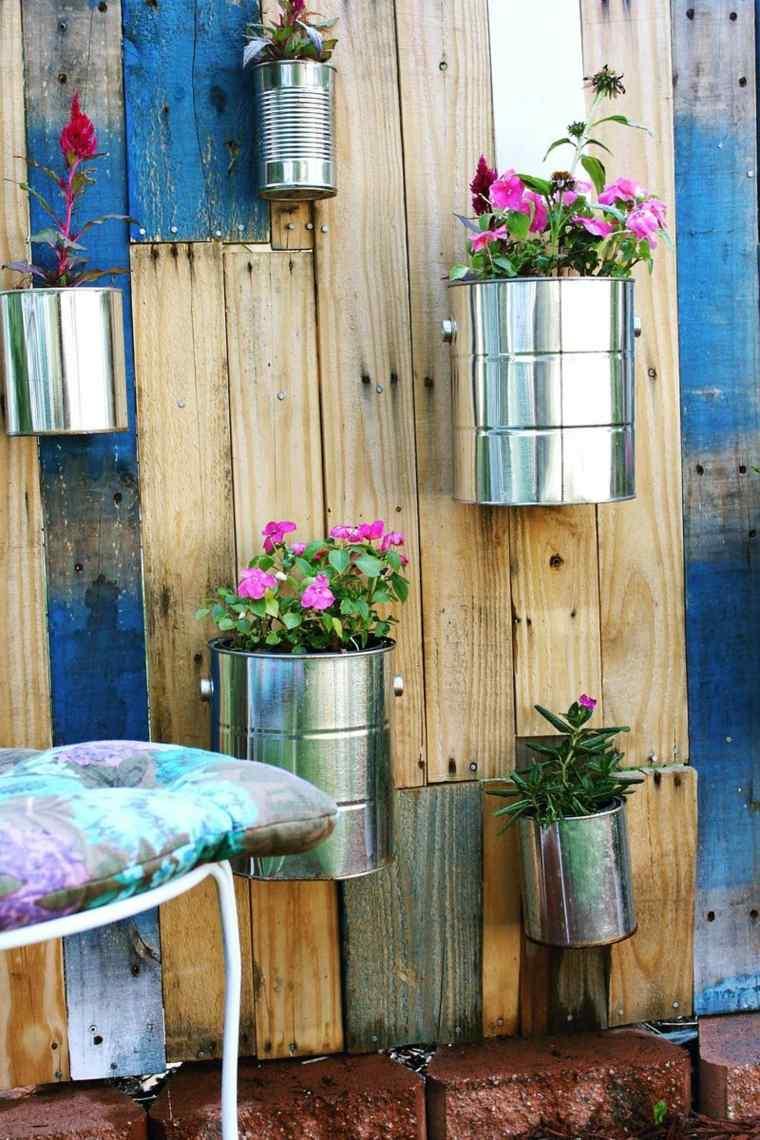 ideas-con-palets-pintado-envases-metalico-ructicos