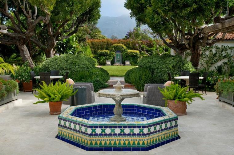 jardines mediterráneos-fuente-colorida-mosaico-grace-design-associates